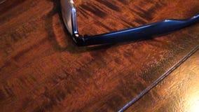 Eyeglasses на древесине видеоматериал