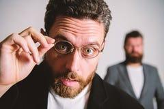 Eyeglasses носки парня человека красивые бородатые Здоровье и видимость глаза Оптика и концепция зрения Умный взгляд Вспомогатель стоковая фотография rf