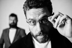 Eyeglasses носки парня человека красивые бородатые Здоровье и видимость глаза Оптика и концепция зрения Умный взгляд Вспомогатель стоковая фотография