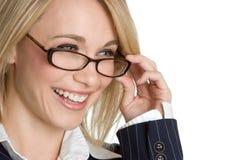 eyeglasses смеясь над женщиной Стоковое фото RF