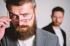 Eyeglasses хипстера Eyeglasses носки хипстера человека красивые бородатые Здоровье и видимость глаза Оптика и концепция зрения стоковые фотографии rf