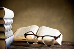 Eyeglasses with books Royalty Free Stock Photography