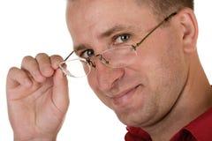 Eyeglasses da terra arrendada do homem Foto de Stock