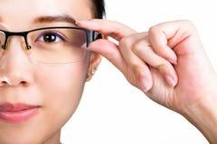 eyeglasses Eyeglasses женщины нося изолировали белую предпосылку Стоковое Изображение RF