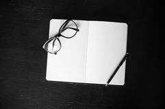 Eyeglasses with notepad and pen Stock Photography