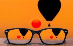 Eyeglasses przód sylwetki gorące powietrze szybko się zwiększać unosić się w zmierzchu Obraz Royalty Free
