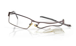 Eyeglasses quebrados isolados no branco Fotografia de Stock Royalty Free