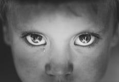 Eyes o rapaz pequeno do close-up imagens de stock