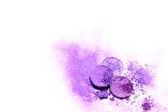 Eyeshadow kosmetyka proszek różnorodny set odizolowywający na białym tle Pojęcie mody i piękna przemysł purpurowy abstrakcyjnych Obraz Royalty Free