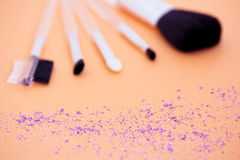 Eyeshadow powder & makeup brushes, focus on powder Stock Photography