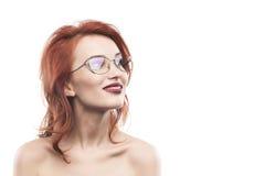 Eyewear玻璃在白色隔绝的妇女画象 免版税图库摄影
