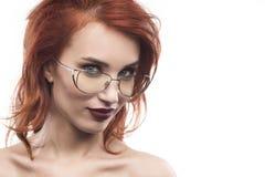 Eyewear玻璃在白色隔绝的妇女画象 库存照片