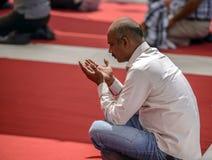 Eyup祈祷在庭院里的苏丹清真寺 免版税库存照片