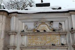 Eyup Sultan Mosque con nieve en Estambul Foto de archivo