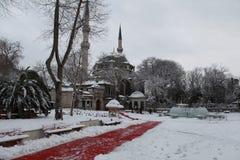 Eyup Sultan Mosque mit Schnee in Istanbul Stockfotografie