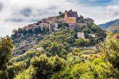 Eze中世纪村庄位于小山法国 免版税库存照片