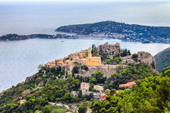 Eze är en liten gammal by i den Alpes-Maritimes avdelningen i sydliga Frankrike, inte långt från Nice Royaltyfria Bilder