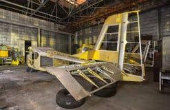 Fábrica abandonada da aviação de aviões pequenos Foto de Stock Royalty Free