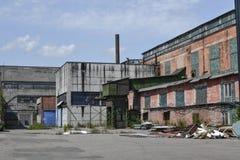 Fábrica abandonada Edificios industriales del período soviético Rusia Foto de archivo libre de regalías