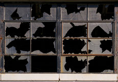 Fábrica abandonada Windows roto Warehouse y pared Imagen de archivo