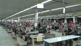 Fábrica asiática da indústria de vestuário: A WS filtra o nível de olho interior #3 da fábrica do vestuário video estoque