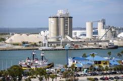 Fábrica da produção do cimento no porto Canaveral EUA fotos de stock