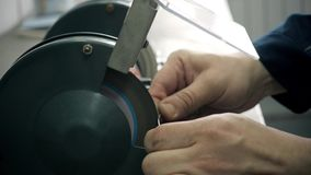 Fábrica da produção do microchip Processo tecnológico Montando a placa Perito de computador manufacturing engenharia vídeos de arquivo