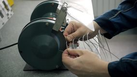 Fábrica da produção do microchip Processo tecnológico Montando a placa Perito de computador manufacturing engenharia video estoque