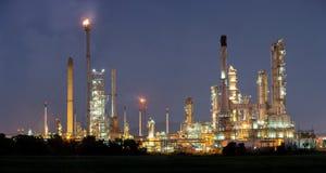 Fábrica da refinaria de petróleo Fotografia de Stock Royalty Free
