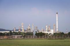 Fábrica da refinaria de petróleo Foto de Stock Royalty Free