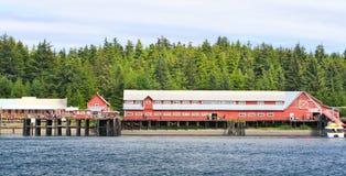 Fábrica de conservas histórica de la punta helada del estrecho de Alaska Imagen de archivo libre de regalías