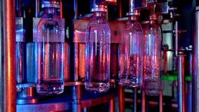 Fábrica de la botella de agua almacen de video