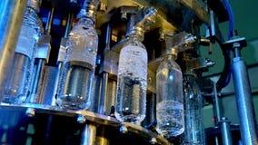 Fábrica de la botella de agua almacen de metraje de vídeo