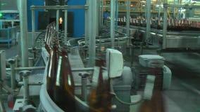 Fábrica de la botella de cristal en Tyumen Rusia almacen de metraje de vídeo