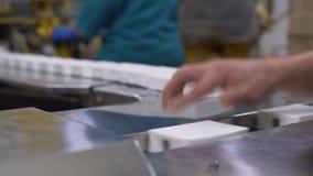 Fábrica de la leche, equipo en las instalaciones lecheras almacen de metraje de vídeo