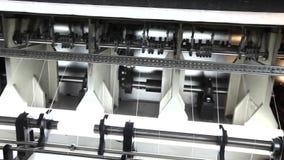 Fábrica de la materia textil, industria textil, máquina de combeo, hilo del algodón, fabricación del paño, máquinas de coser, mat almacen de metraje de vídeo