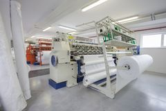 Fábrica de la materia textil y de la tela fotografía de archivo