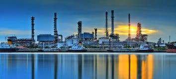 Fábrica de la refinería de petróleo Imagen de archivo libre de regalías