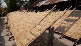 Fábrica de los tallarines en Bantul, Yogyakarta, Indonesia metrajes