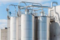 Fábrica de productos químicos, silos Fotografía de archivo libre de regalías