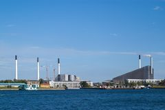 fábrica de tratamento Copenhill-moderna do desperdício fotografia de stock royalty free