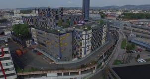 A fábrica de tratamento do desperdício do thermal de Spittelau em Áustria (aérea) filme
