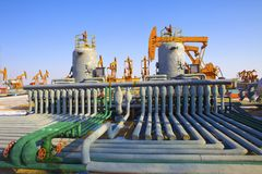Fábrica de tratamento do petróleo e gás Fotos de Stock Royalty Free