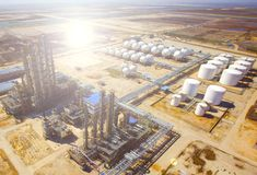 Fábrica de tratamento do petróleo e gás Imagens de Stock Royalty Free