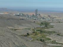 Fábrica del cemento cerca de Arequipa Perú foto de archivo libre de regalías