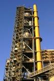 Fábrica del cemento y tubo amarillo Foto de archivo