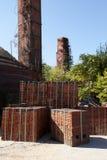 Fábrica del ladrillo con las pilas del horno y de humo Fotografía de archivo libre de regalías
