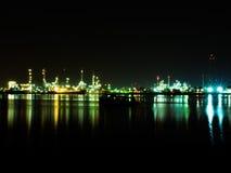 Fábrica del producto químico y del petróleo Foto de archivo libre de regalías