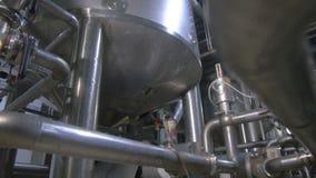Fábrica del producto químico y del petróleo Construcciones complejas de la ingeniería, los tanques, tubería abstracta
