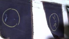 Fábrica do vestuário: Amostras danificadas da tela video estoque